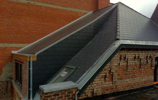 fenêtre Velux sur toiture en ardoises