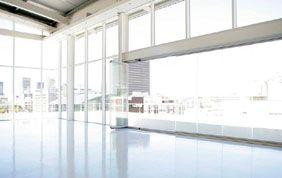 Espace vitré avec châssis blanc