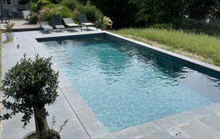 abords piscine en béton