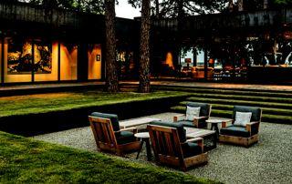 joli salon de jardin sur terrasse