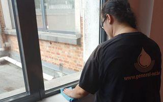 Nettoyage de vitres à l'intérieur