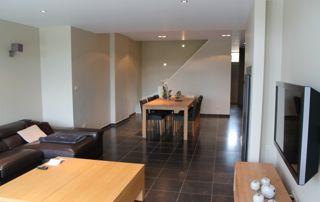 Salon et salle à manger sobre et moderne