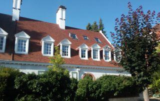 belle villa avec toiture en tuiles