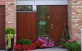 porte extérieure en bois massif