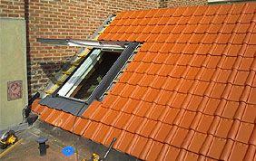 toit avec lucarne ouverte