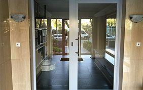 porte vitrée hall immeuble