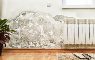 humidité mur à côté dun radiateur