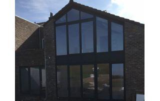 maison avec châssis en PVC à Mons