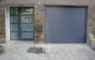 portes extérieures en PVC gris