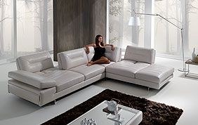 salon d'angle en cuir gris clair