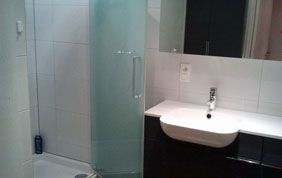 douche et lavabo