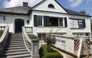 rénovation de maison avec container à l'entrée