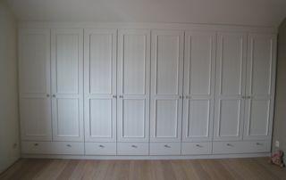 Dressing fermé portes battantes et tiroirs