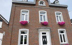 façade avec châssis pvc blanc