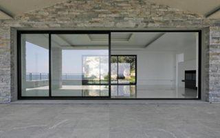 grande porte-fenêtre en alu