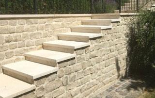 escalier extérieur en pierre naturelle