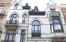 belle façade bruxelloise avec châssis en bois