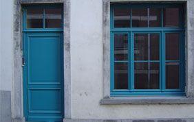 porte et fenêtre turquoise
