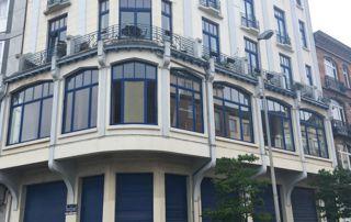 immeubles avec châssis bombés bleus