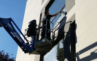 nettoyage de vitre sur élévateur