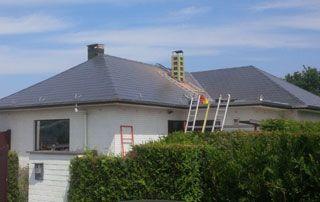 travaux sur toit en pente
