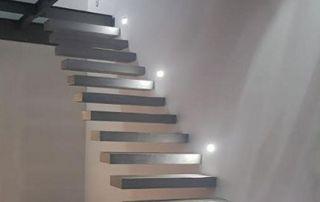 Escalier suspendu droit