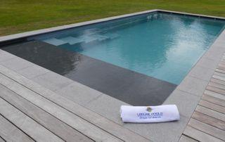 piscine extérieure avec volet