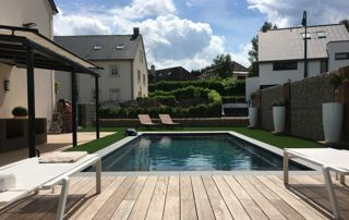 piscine avec abords en bois