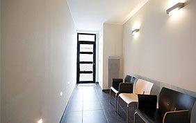 couloir et chaises