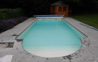 piscine extérieure en béton