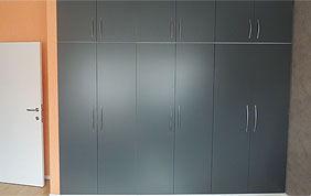 placard encastré avec portes battantes