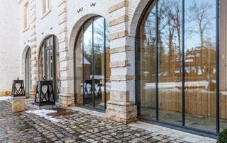 baies vitrées avec profilés en bois