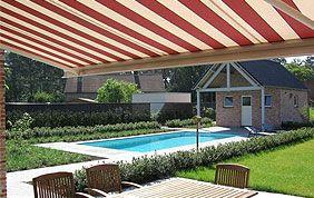 grande protection solaire à rayures rouges et blanches