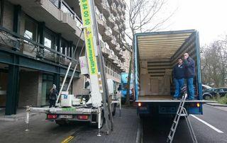 lift et camion de déménagement