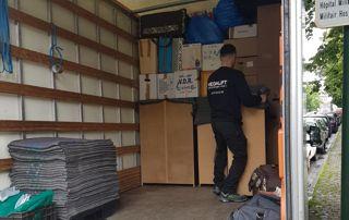 Camion de transport et déménageur
