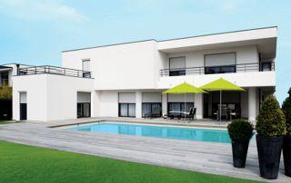 villa avec piscine et volets roulants