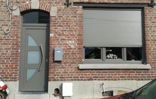 porte d'entrée et fenêtre en PVC gris