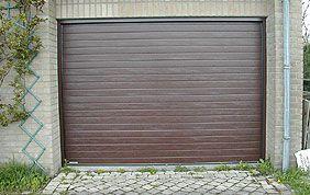 porte de garage motorisée en PVC