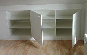 placard en bois avec étagères intérieures