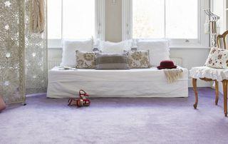 tapis lilas salon avec canapé