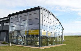 bâtiment vitré châssis aluminium