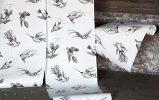 rouleaux de papier peint blanc avec motifs d'oiseaux