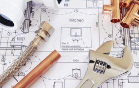 matériel de plomberie : tuyau, outil et plan