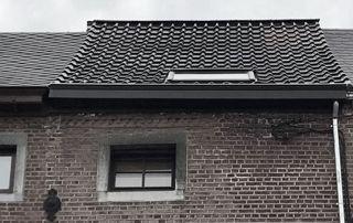 maison avec toit en tuiles