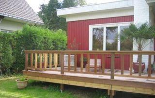 terrasse en bois et bungalow