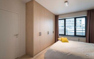 grand placard en bois chambre à coucher