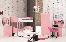 Chambre rose avec lits superposés pour enfants