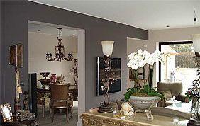 Salon aux murs bicolores