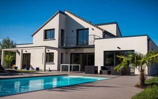 Villa et piscine extérieure