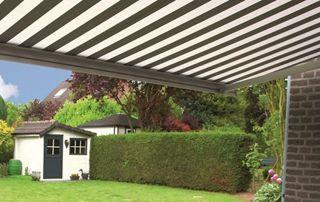 banne solaire sur jardin